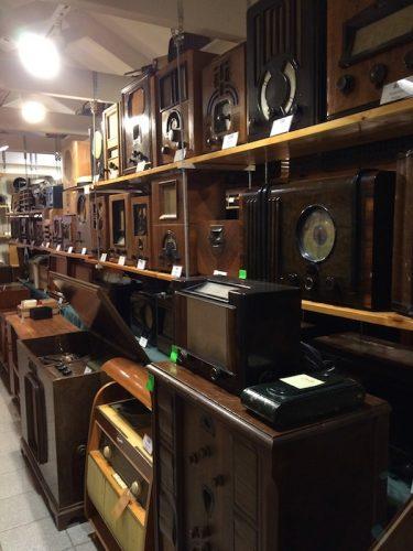 Radios on shelves at the Kouvola radio museum